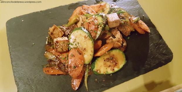 cafe-manila-salteado-tofu-verduras