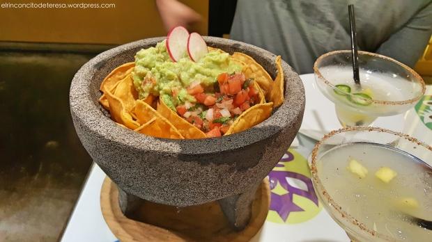 adelita-botanero-guacamole-nachos