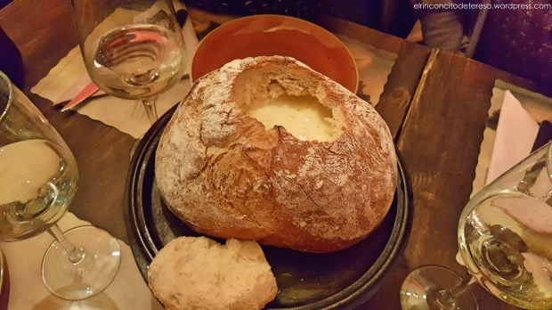 cheeses-art-fondue-queso-pan