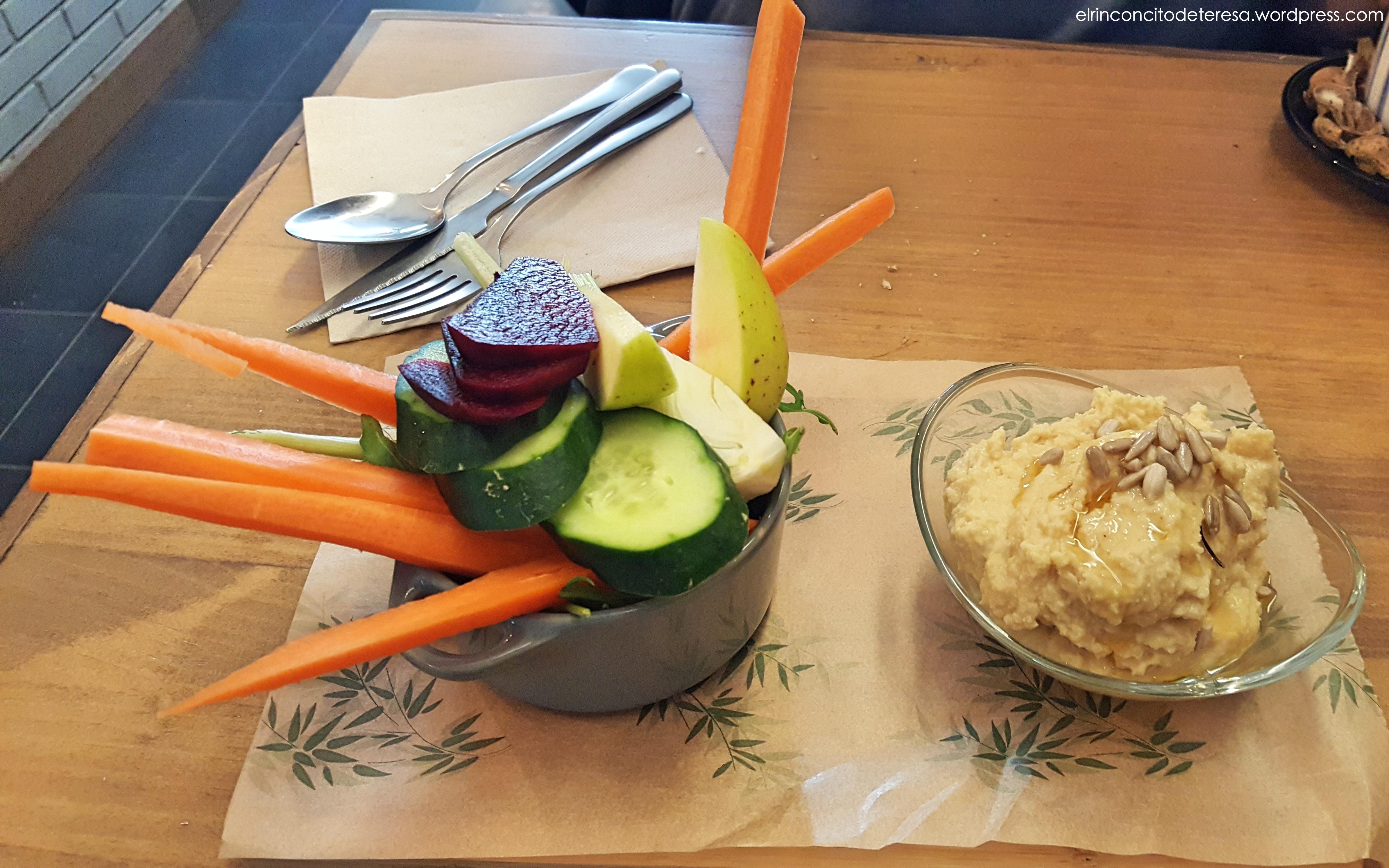 quinoa-arago-hummus-crudites