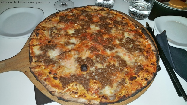 negro-pizza-ragu-parmesano