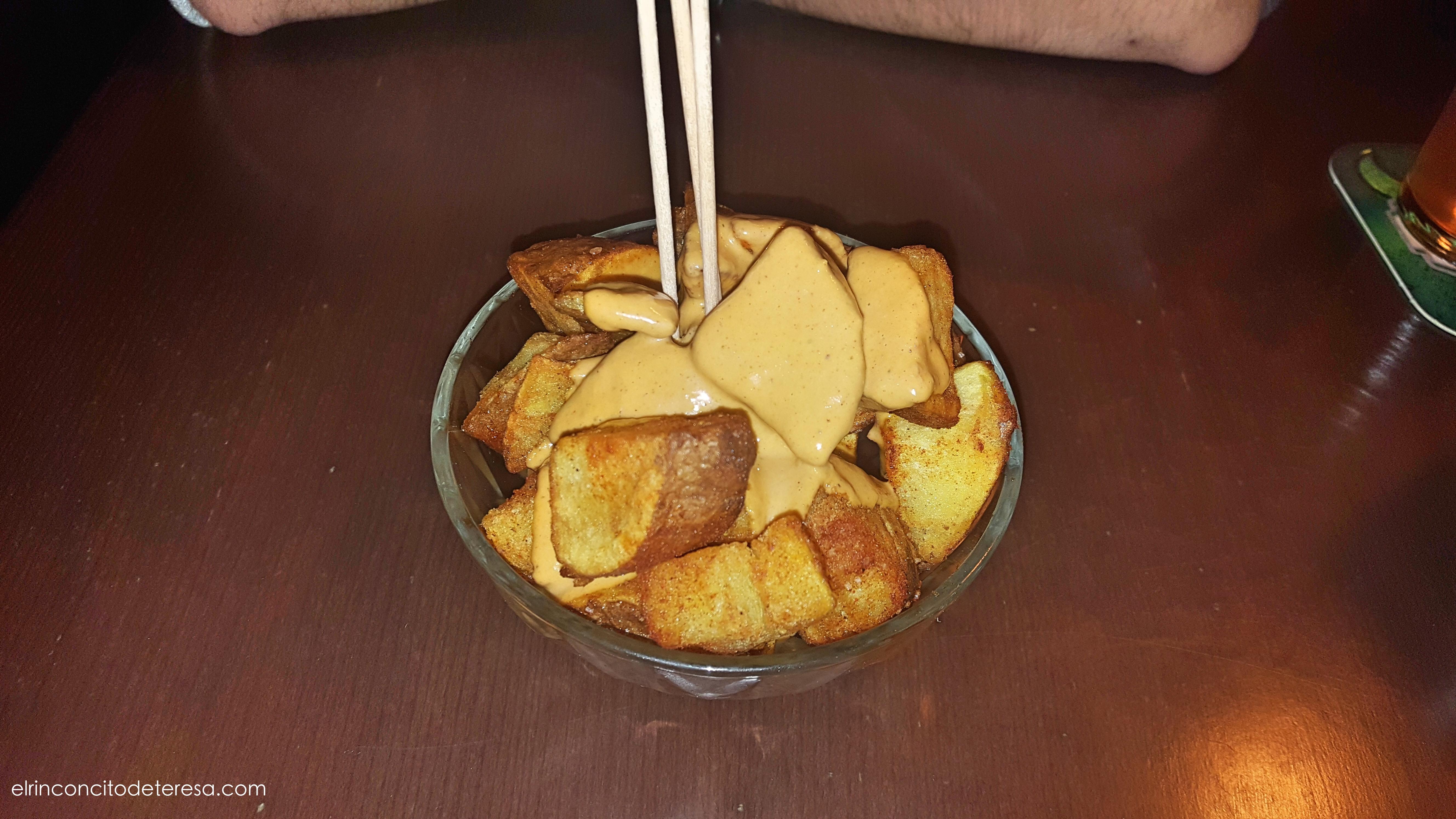 pasapalo-patatas-bravas